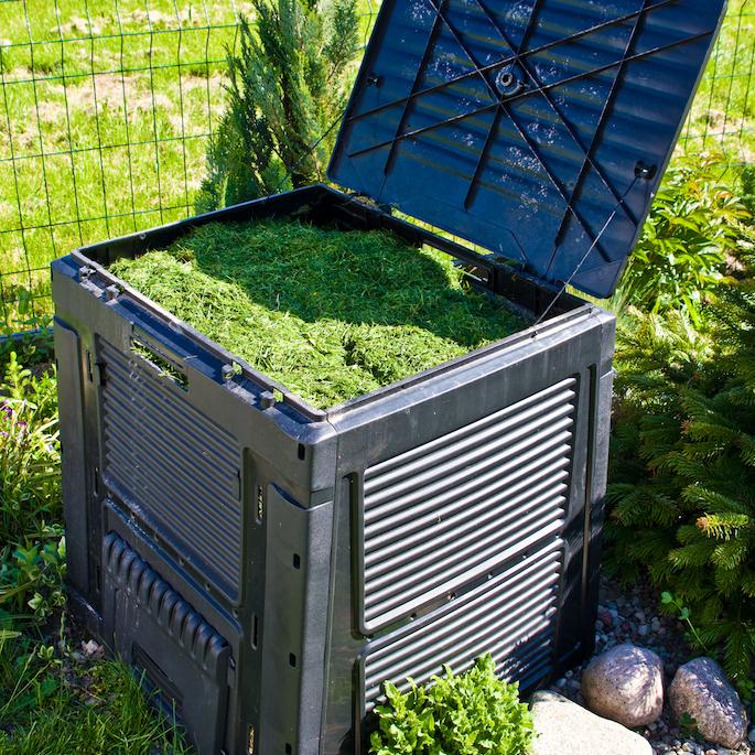 Kompost z trawy od A do Z – przygotowanie, zastosowanie i zalety